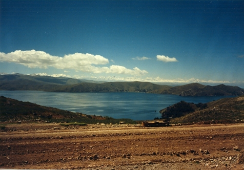 La Cordillera Real de los Andes desde la península de Copacabana (1990)