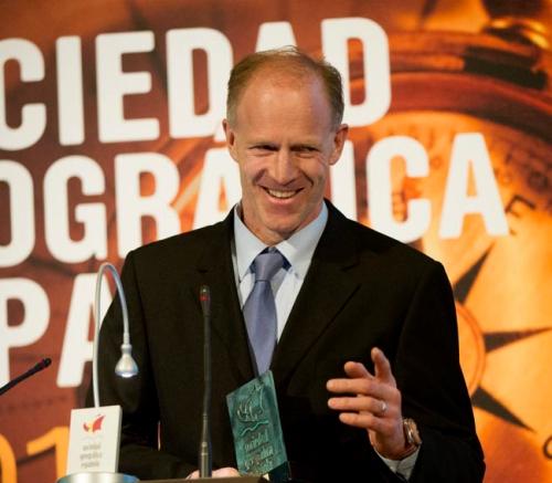 El explorador polar Borge Ousland recoge el Premio Internacional 2013 concedido por la Sociedad Geográfica Española. (Foto cortesía de Darío Rodríguez, Desnivel)
