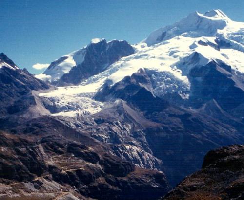 Ladera este del Huayna Potosí (6088 m.), ladera este, desde los valles.