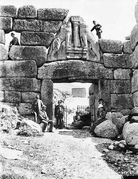 Los arqueólogos alemanes Loewentor, Doerpfeld y Schliemann