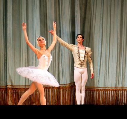 Yulia Stepanova y Xander Parish, Odette y Sigfrido, saludando al público
