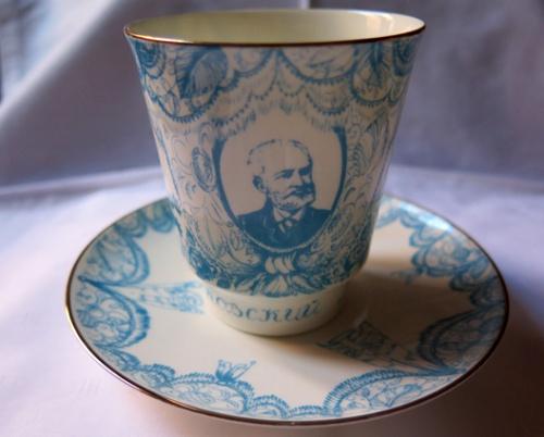 La efigie de Piotr Illich en una taza de café