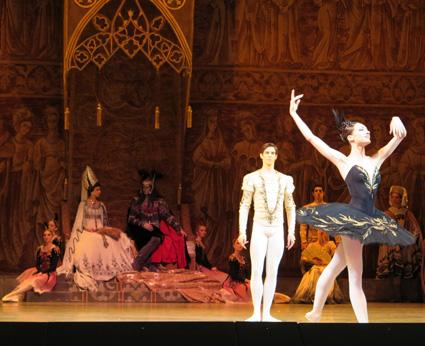 Yulia Stepanova y Xander Parish, en el saludo tras la escena del baile de Odile