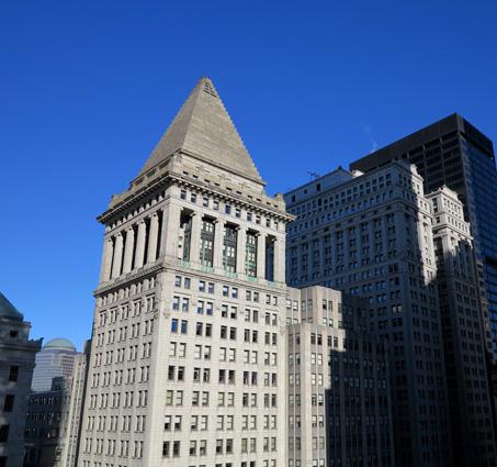 El mausoleo de Halicarnaso corona la torre en estilo veneciano del antiguo Bankers Trust, en el número 14 de Wall Street